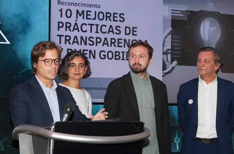 <p>Javier Pascual y Tono Vázquez, fundadores de Cysae y creadores de Boardchain, junto a María López Escorial, presidenta de la Fundación Haz, y Eduardo Puig de la Bellacasa, director de Reputación, Propósito y Valores de Telefónica.</p>