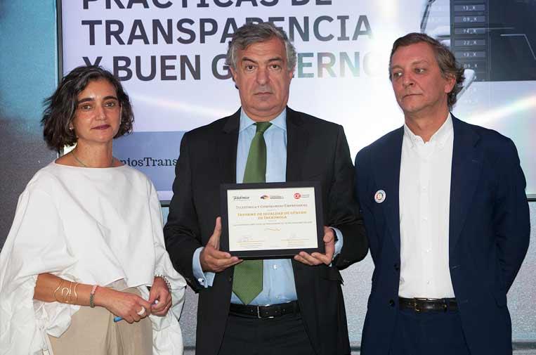 <p>María López Escorial, presidenta de la Fundación Compromiso y Transparencia; Luis Gómez Rodríguez, asesor senior de Iberdrola, y Eduardo Puig de la Bellacasa, director de Reputación, Propósito y Valores de Telefónica.</p>