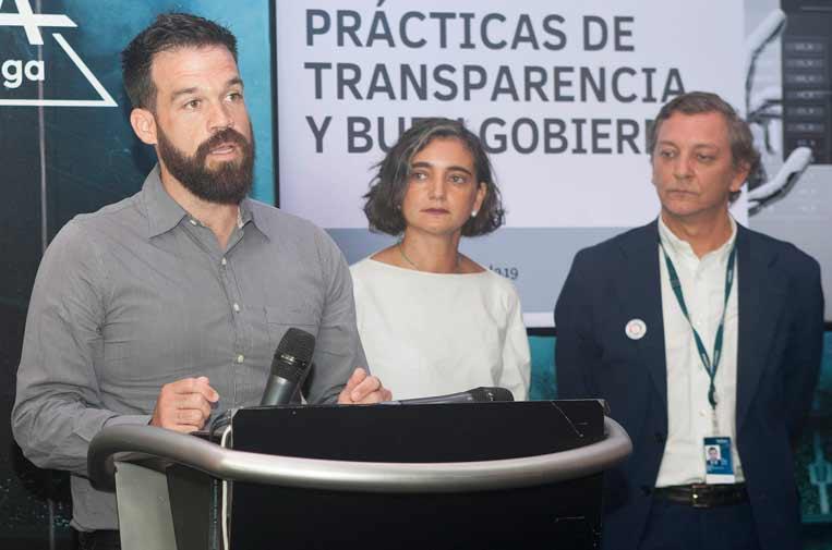 <p>Ignacio Calle, jefe de Transparencia y Datos de Maldita.es, junto a María López Escorial, presidenta de la Fundación Compromiso y Transparencia, y Eduardo Puig de la Bellacasa, director de Reputación, Propósito y Valores de Telefónica.</p>