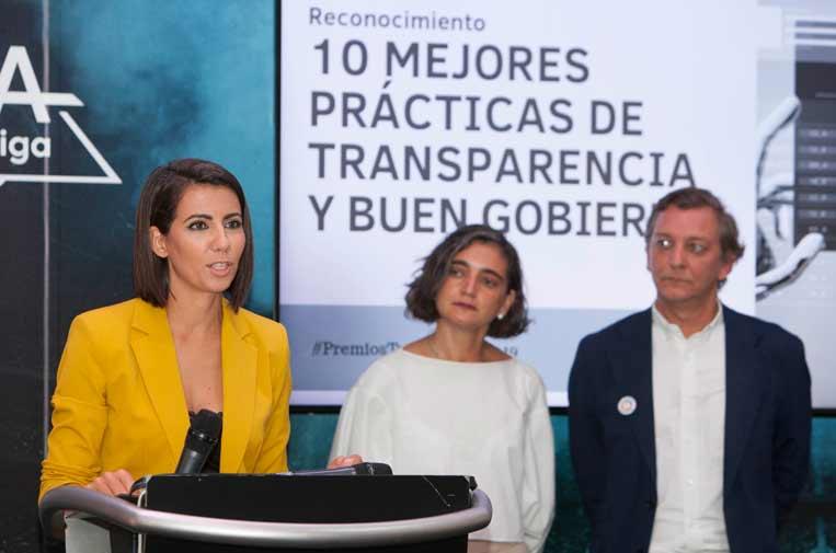 <p>Ana Pastor, fundadora de Newtral, junto a María López Escorial, presidenta de la Fundación Compromiso y Transparencia, y Eduardo Puig de la Bellacasa, director de Reputación, Propósito y Valores de Telefónica.</p>