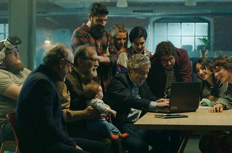 <p>La película 'Abuelos' cuenta las dificultades de Isidro (Carlos Iglesias) para encontrar trabajo a una edad madura, por lo que decide, con ayuda de dos amigos, emprender.</p>