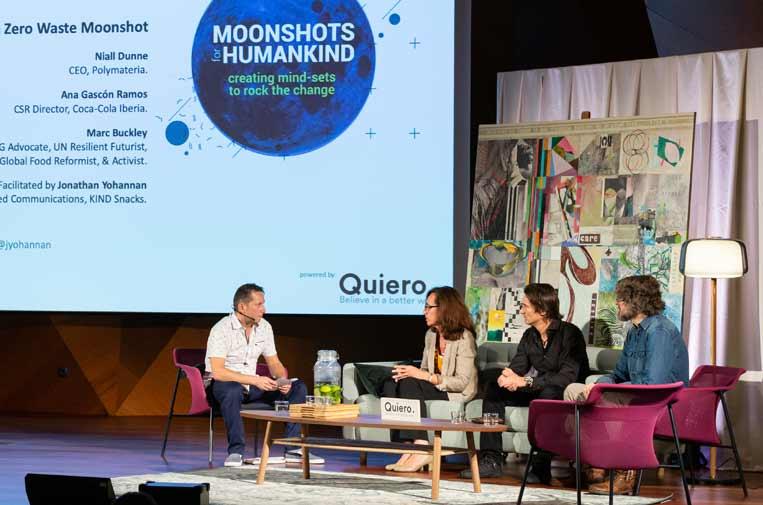 <p>Imagen de uno de los paneles de expertos que han compartido sus 'moonshots' y los de sus organizaciones para hacer frente a los grandes desafíos medioambientales. Foto: Quiero.</p>