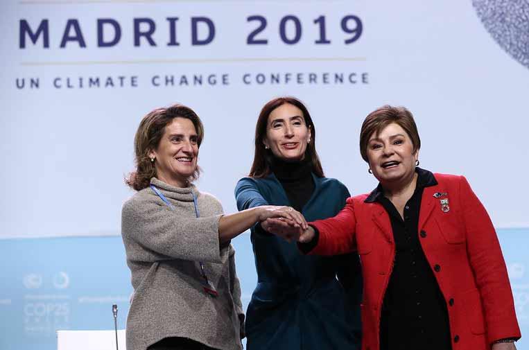 <p>La ministra española para la Transición Ecológica, Teresa Ribera; la ministra de Medio Ambiente de Chile y presidenta de la COP25, Cristina Schmidt, y la secretaria ejecutiva de la CMNUCC, Patricia Espinosa. </p>
