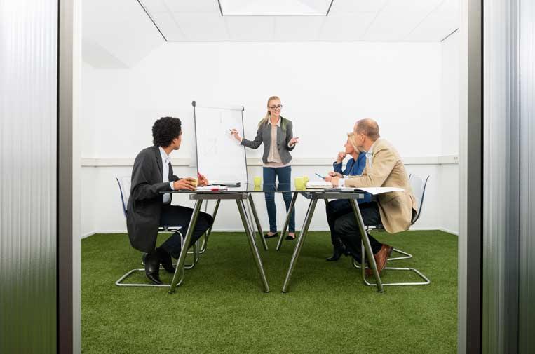 ¿Cómo deben supervisar las empresas los riesgos relacionados con la sostenibilidad?