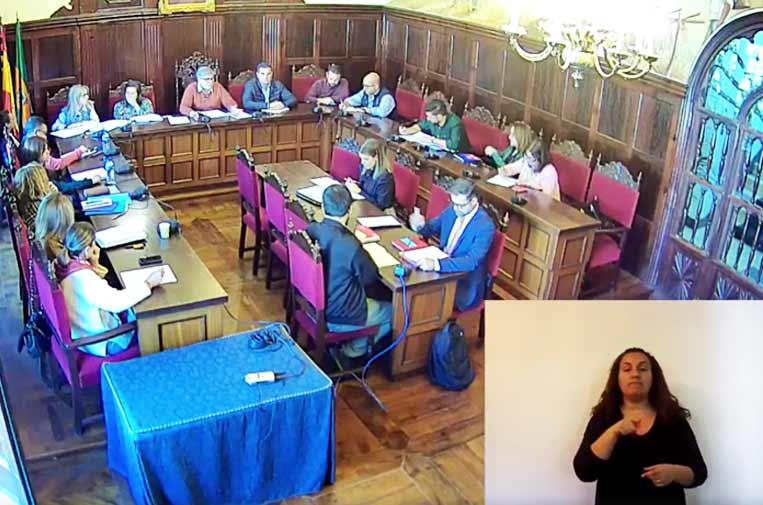 <p>En la imagen, el Pleno celebrado el pasado 20 de febrero de 2020, retransmitido en directo a través del perfil de Facebook del Ayuntamiento.</p>