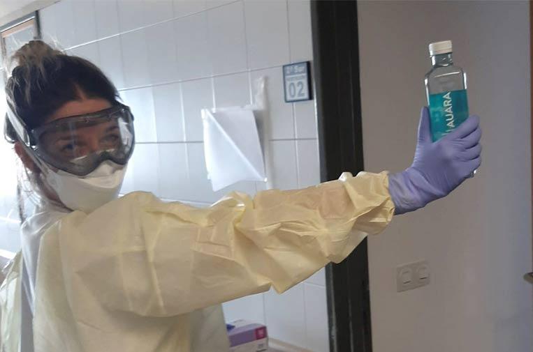 Botellas de agua mineral para los hospitales con enfermos por coronavirus