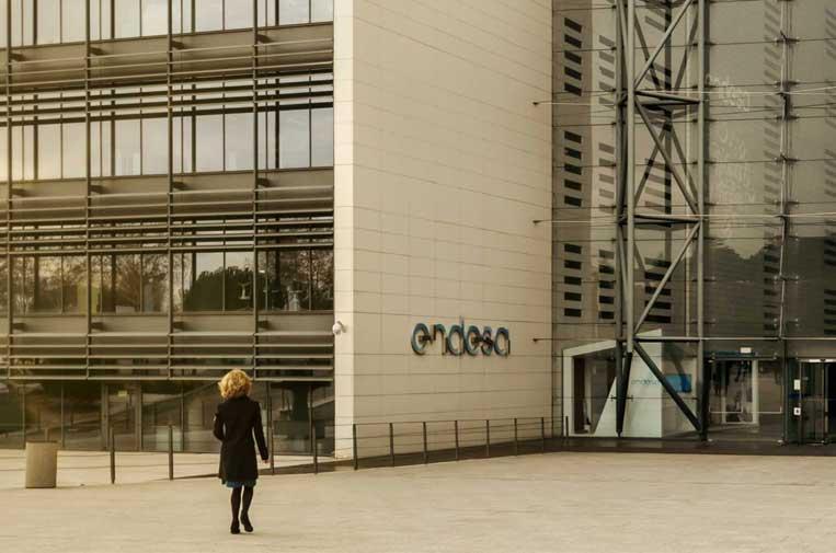 Endesa dona 2,5 millones a Madrid y Cataluña para luchar contra el COVID-19