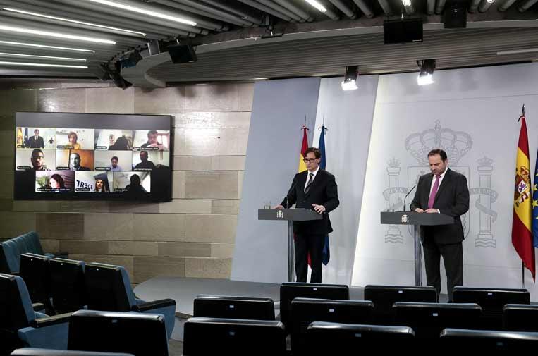Moncloa rectifica y permite preguntas en directo tras la denuncia de los periodistas