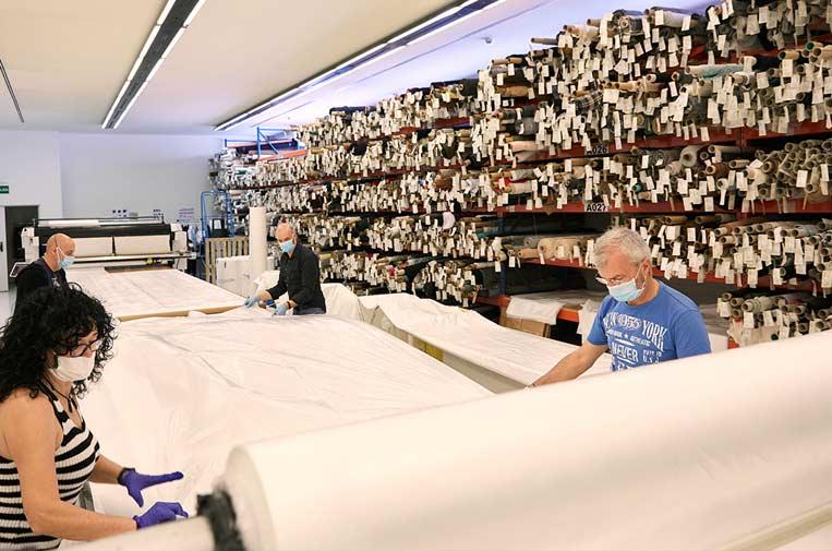 <p>Mango ha confeccionado más de 13.000 batas para equipos sanitarios. Foto: Mango.</p>