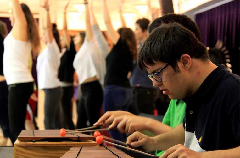 """<p>El proyecto 'Compartides, el valor social de les arts'. de Asociación ARTransforma (Barcelona), seleccionado en la convocatoria 2017 del programa Art for Change """"la Caixa"""", en la disciplina de Música.</p>"""