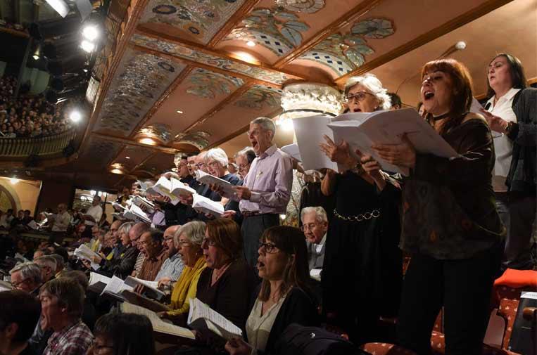 """<p>Un total de 562 cantantes interpretan en el Palau de la Música el concierto participativo de El Mesías de la Obra Social """"la Caixa"""", bajo la dirección de Paul McCreesh.</p>"""