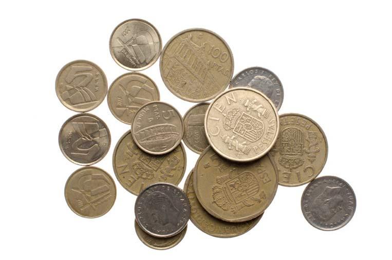 La Asociación Peseta Solidaria recauda monedas antiguas para paliar los efectos de la crisis