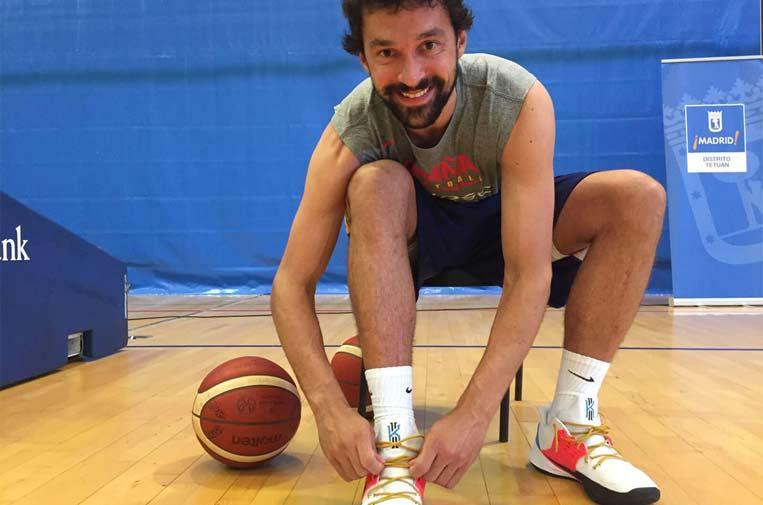<p>El jugador de basket Sergio Llull ha lucido los 'Cordones Dorados'.</p>