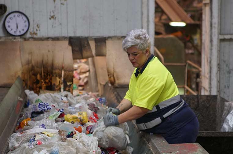"""<p>866 personas han conseguido empleo gracias a la alianza de Ecoembes y Fundación """"la Caixa"""" en el programa 'Reciclar para cambiar vidas'. Foto: Ecoembes</p>"""