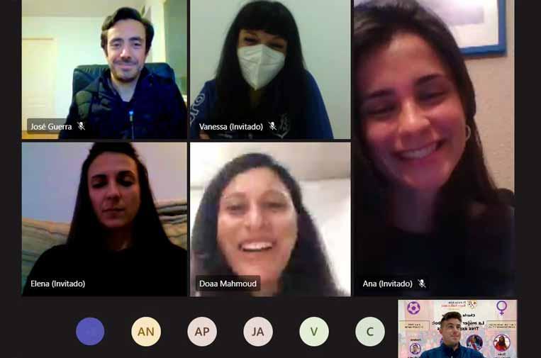 <p>Doaa Abdelrazek, Ana Blanco y Elena Merino compartieron sus experiencias en la Fundación Rayo Vallecano con los técnicos y formadores de la misma. Fundación Rayo Vallecano.</p>