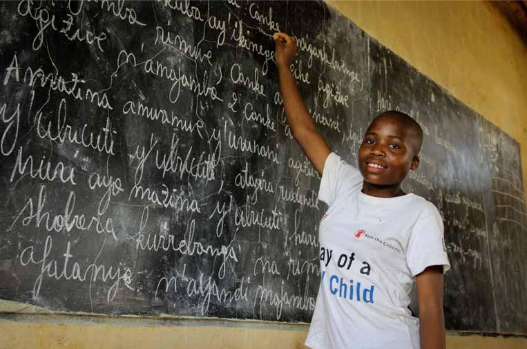 Educación digital para más de 6.000 niños y niñas refugiados en Tanzania