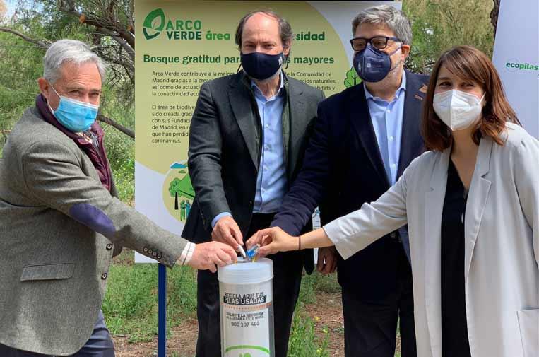 Plantan un bosque homenaje a los mayores víctimas de la covid gracias al reciclaje de residuos electrónicos y pilas