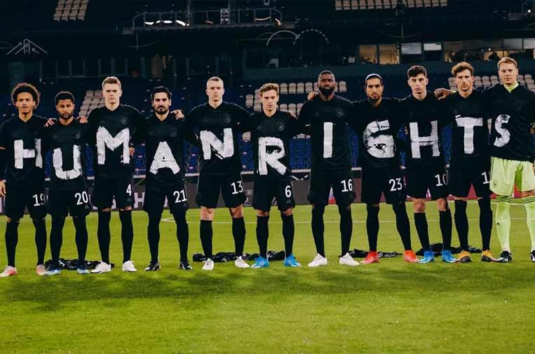 <p>Jugadores alemanes reclaman respeto a los derechos humanos. Foto: Twitter</p>
