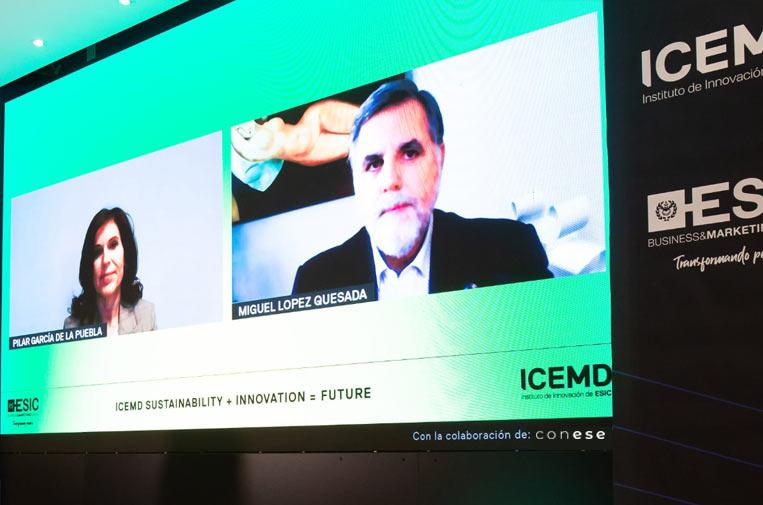 <p>Miguel López Quesada, presidente de la Comisión de Negocio Responsable en Sernauto, y Pilar García de la Puebla, directora de Comunicación y RRPP en BMW Group España, durante el 'Sustainability Day'. Foto: Conese.</p>