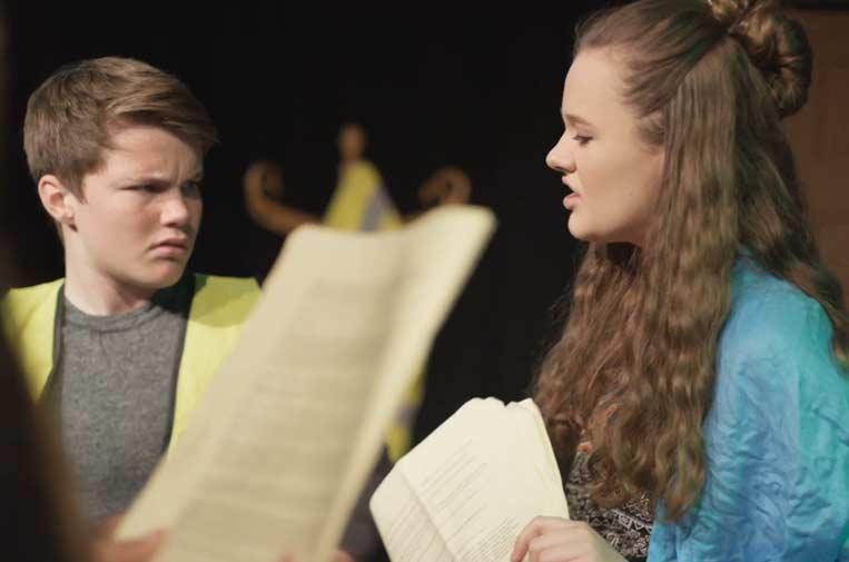Fad y Facebook presentan un programa escolar de teatro social para prevenir prejuicios
