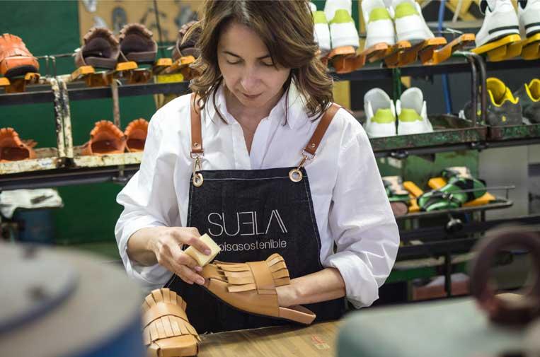 <p>Suela trabaja con artesanos situados a menos de una hora de Madrid, minimizando el impacto ambienta. Foto: Suela.</p>