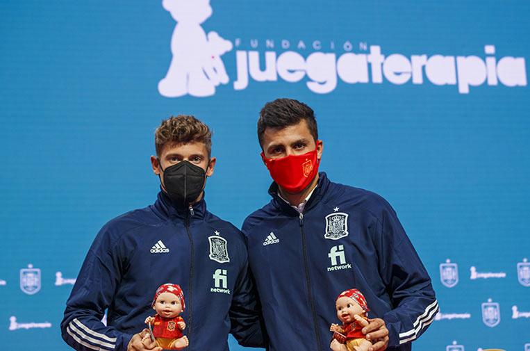 <p>Los jugadores Marcos Llorente y Rodri Hernández en la presentación de los 'Baby Pelones' de la Selección Española. Foto: RFEF.</p>
