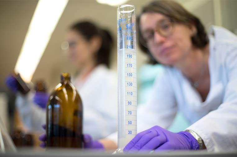 <p>Trabajo de laboratorio del estudio 'Ciencia Libera'. Fotos: Marta Pérez.</p>