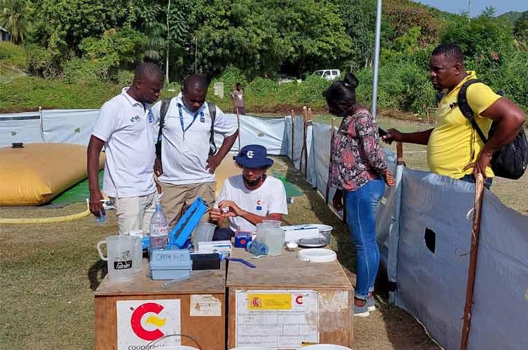 <p>Instalación del Servicio Simplificado de Agua en Cavaillon (Haití). Foto: Aecid.</p>