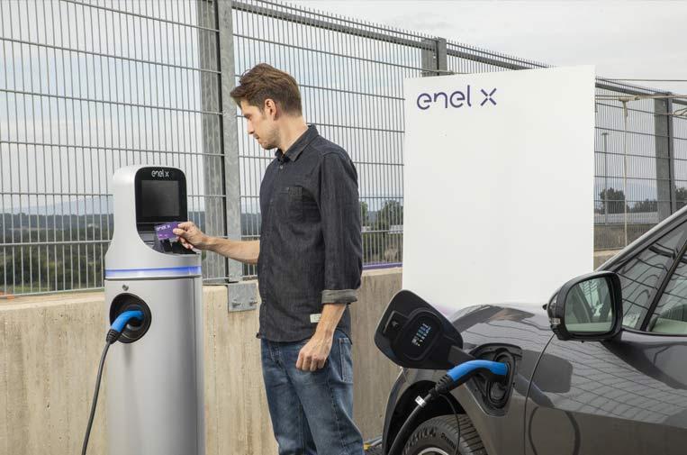 <p>'JuicePass' es la 'app' que permite controlar las recargas del vehículo y consultar la red de puntos de recarga instalados en toda España. Foto: Endesa.</p>