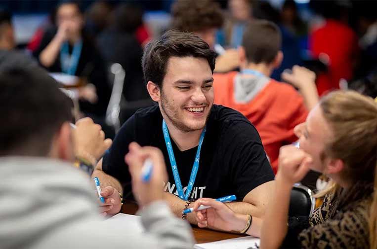 """<p>Jóvenes en los retos propuestos por la Fundación """"la Caixa"""". Foto: Fundación """"la Caixa"""".</p>"""