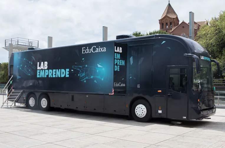 """<p>Exterior del bus 'LabEmprende'. Foto: Fundación """"la Caixa"""".</p>"""
