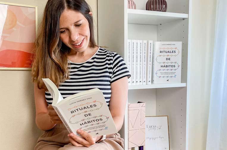 <p>Lucía acaba de publicar el libro 'Rituales de hábitos'. Foto: Lucía Jiménez Vida.</p>